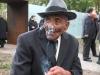 Reinhard Florian, deutscher Sinto, der mehrere NS-Konzentrationslager überlebte, am Tag der Einweihung des