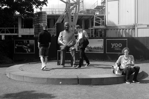 Brecht-Denkmal, Berlin-Mitte, 19. Juli 2012